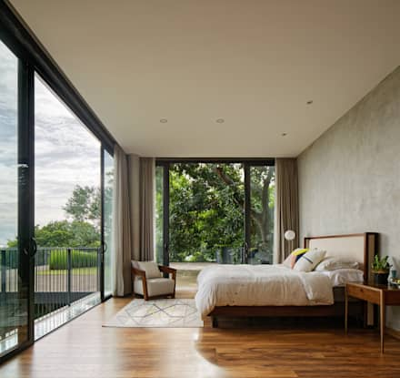 House of Inside and Outside: tropical Bedroom by Tamara Wibowo Architects