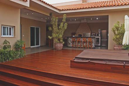 Garajes y galpones de estilo  por canatelli arquitetura e design