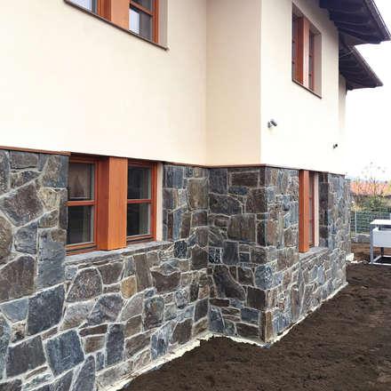 Hausfassade aus Naturstein - Massive Rock: rustikale Häuser von Tschechische Steinmetze