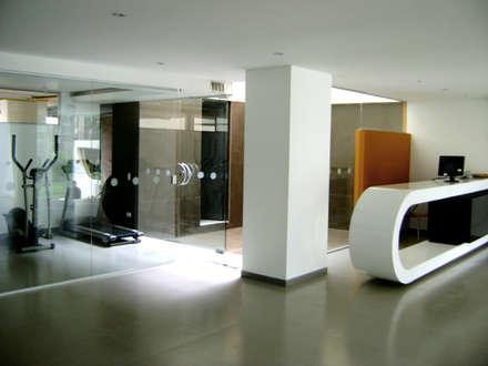 C60-VESTIBULO: Pasillos y vestíbulos de estilo  por RIVAL Arquitectos  S.A.S.
