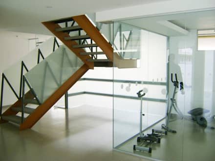 C60-ESCALERA: Escaleras de estilo  por RIVAL Arquitectos  S.A.S.