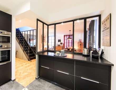 rénovation d'un appartement en duplex: Cuisine de style de style Industriel par ELB architecture d'intérieur