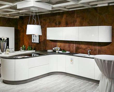 Küchenrückwand in Rostoptik: industriale Küche von Der Rieger Exclusiv
