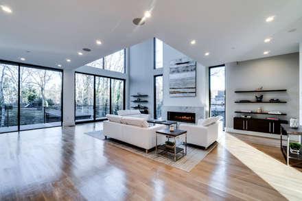 Chesapeake: modern Living room by KUBE Architecture