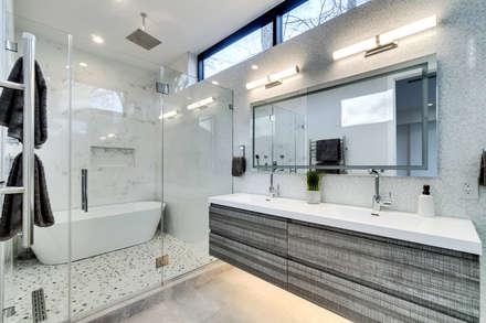 Chesapeake: modern Bathroom by KUBE Architecture