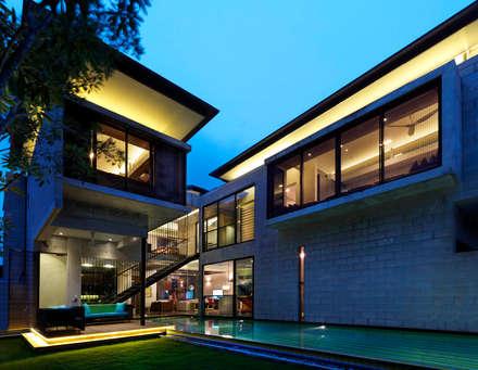 Exterior Pool: modern Pool by MJKanny Architect