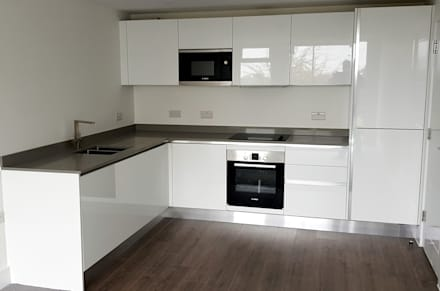 Contractor Kitchen: minimalistic Kitchen by Apollo Kitchens