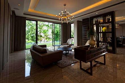 tropische Wohnzimmer von MJKanny Architect