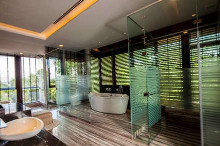 tropische Badezimmer von MJKanny Architect