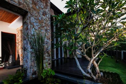 tropischer Garten von MJKanny Architect