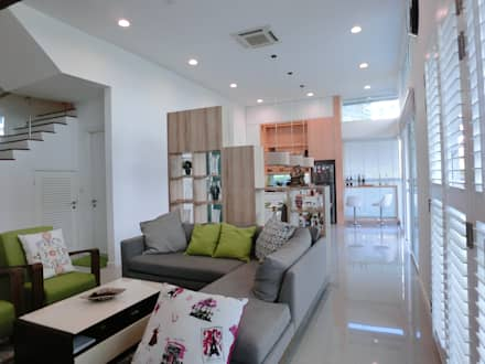 Contemporary Tropical , 3-Storey semi-D: tropical Living room by inDfinity Design (M) SDN BHD