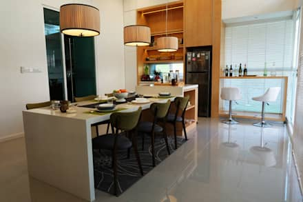 Contemporary Tropical , 3-Storey semi-D: tropical Dining room by inDfinity Design (M) SDN BHD