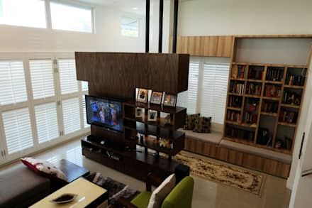 tropical Living room by inDfinity Design (M) SDN BHD