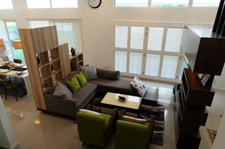 Contemporary Tropical , 3 Storey Semi D: Tropical Living Room By InDfinity  Design