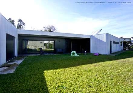 Fincas de estilo  por Marta Zita Peixoto - Arquitectura