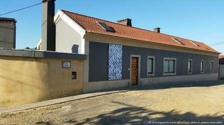 Recuperação de Moradia: Casas de campo  por Marta Zita Peixoto - Arquitectura