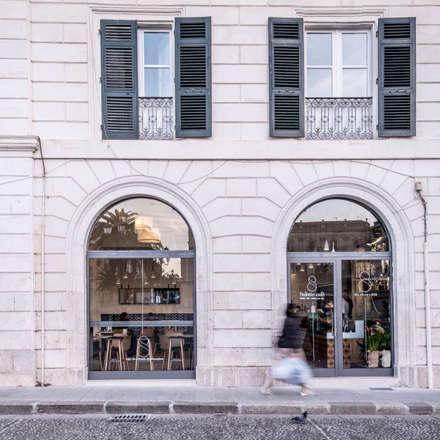 Salotto Cafè: Bar & Club in stile  di Lerua