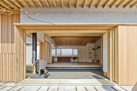国分の棲遅: キリコ設計事務所が手掛けた廊下 & 玄関です。