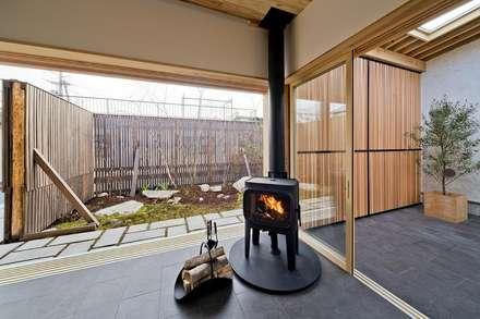 Jardines de invierno de estilo asiático por キリコ設計事務所