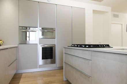K15: Cucina attrezzata in stile  di Andrea Picinelli