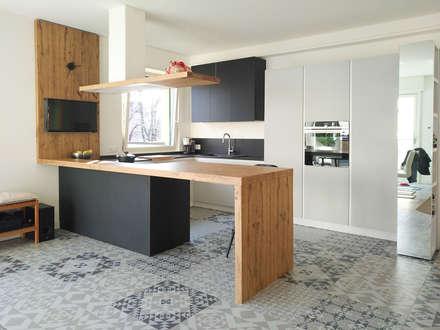 K17: Cucina in stile in stile Moderno di Andrea Picinelli