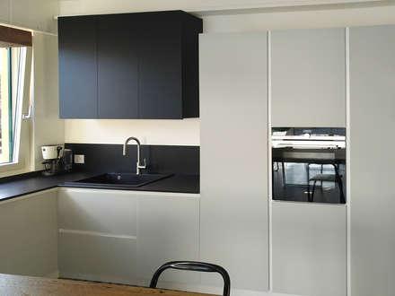 K17: Cucina attrezzata in stile  di Andrea Picinelli