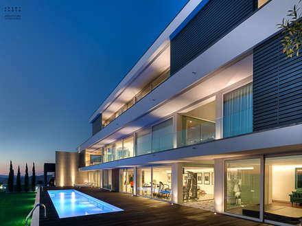 Fotografia de arquitetura – Moradia Unifamiliar: Piscinas modernas por ARKHY PHOTO