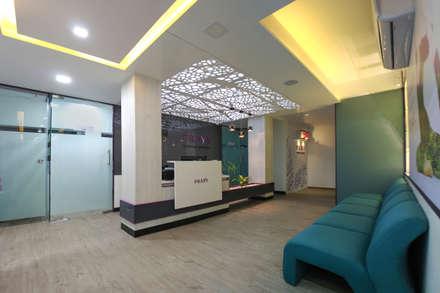 Pravy Wellness Clinic: modern Spa by Input-A