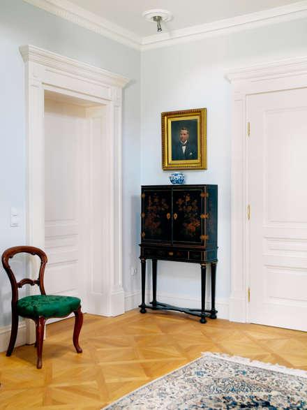أبواب خشبية تنفيذ Schwarzott Einrichtungshaus & Werkstätte