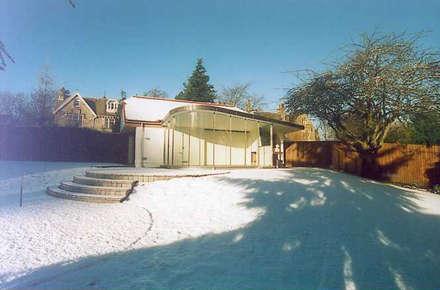 Greenore: modern Conservatory by Studio DuB