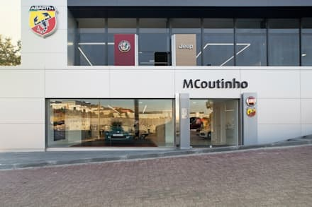 MCC: Stands de automóveis  por Terra Arquitectos