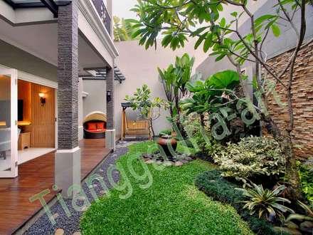 Cobertizos de estilo  por Tukang Taman Surabaya - Tianggadha-art
