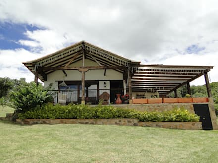 Casa di campagna in stile  di ProEscala- Arquitectos