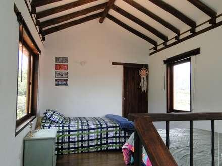 Casa De Campo El Cucharal: Habitaciones de estilo clásico por ProEscala- Arquitectos