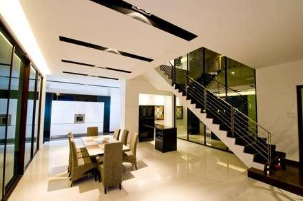 Lot. 18 House: modern Dining room by Arkitek Axis