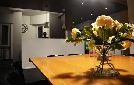 Un attico luminoso: Sala da pranzo in stile in stile Eclettico di Alessandro Jurcovich Architetto