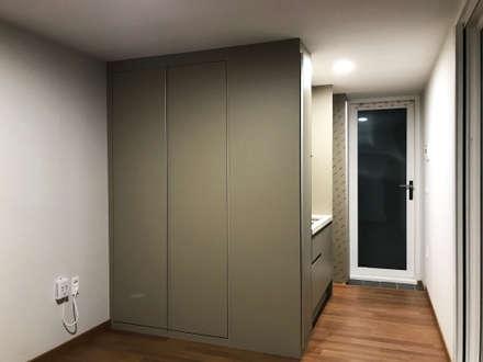 minimalistic Media room by 마룸