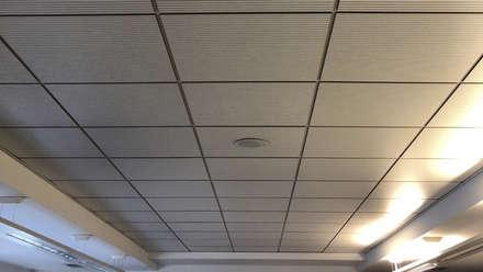 Lavoro di fonoassorbenza: Complessi per uffici in stile  di Contemporaneo Interior