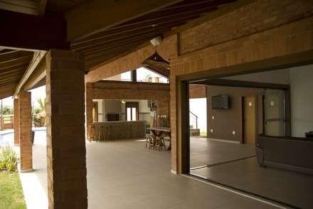 走廊 & 玄關 by Kako Braga Arquitetura e Design
