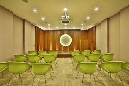 NM HOLISTIC & WELLNESS CENTER, GOL MARKET, NEW DELHI: eclectic Study/office by Total Interiors Solutions Pvt. ltd.