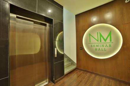 NM HOLISTIC & WELLNESS CENTER, GOL MARKET, NEW DELHI:  Corridor & hallway by Total Interiors Solutions Pvt. ltd.