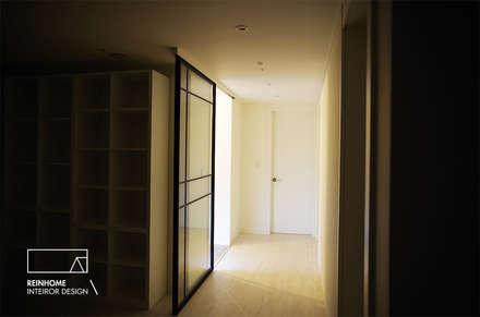 Doors by 리인홈인테리어디자인스튜디오