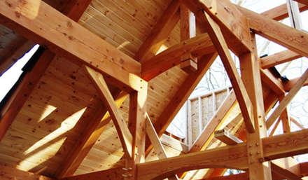 Gable roof by Drevo - Construção e Reabilitação em Madeira, Unipessoal, Lda