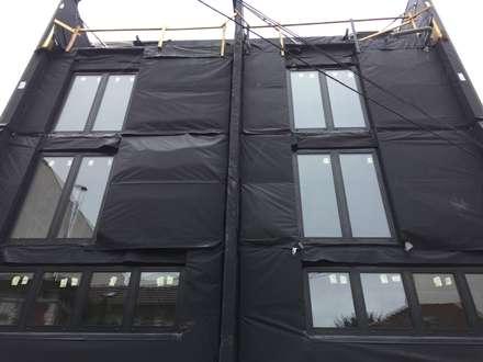Construção de Moradia em França - Obra a decorrer 2018: Habitações multifamiliares  por Drevo - Construção e Reabilitação em Madeira, Unipessoal, Lda