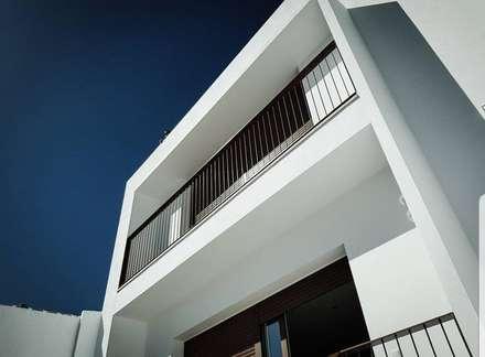 Vista Fachada Exterior: Casas unifamilares de estilo  de Margarita Jiménez moreno