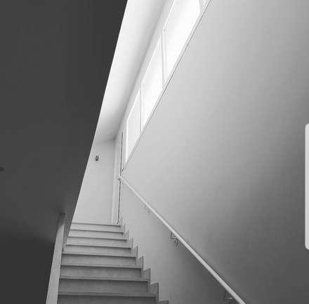 Escaleras: Escaleras de estilo  de Margarita Jiménez moreno
