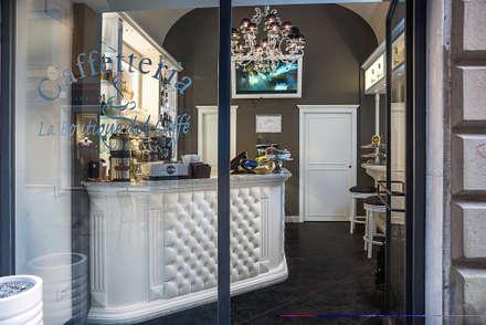 """Bar """"La Boutique del caffè"""" - Progettazione e Dir. Lavori e Arredo di interni su misura : Bar & Club in stile  di Arch. Della Santa Giorgio"""