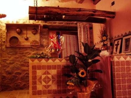 Recupero Gradile in pietra: Cucina in stile In stile Country di Arch. Della Santa Giorgio