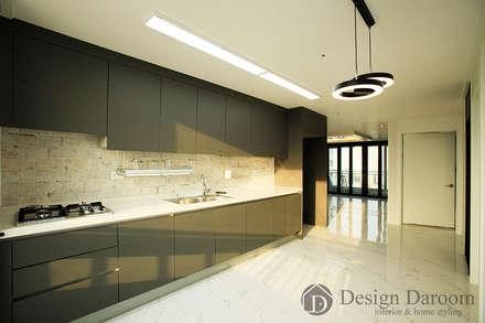 암사동 한강포스파크 아파트 주방: Design Daroom 디자인다룸의  주방