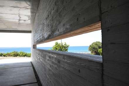 ガレージ: 株式会社クレールアーキラボが手掛けた壁です。